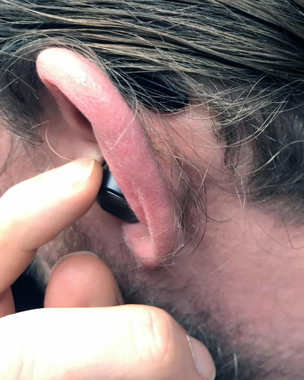photo: senses.se - Epos - GTW 270 Hybrid - Close-up button on the left handset.