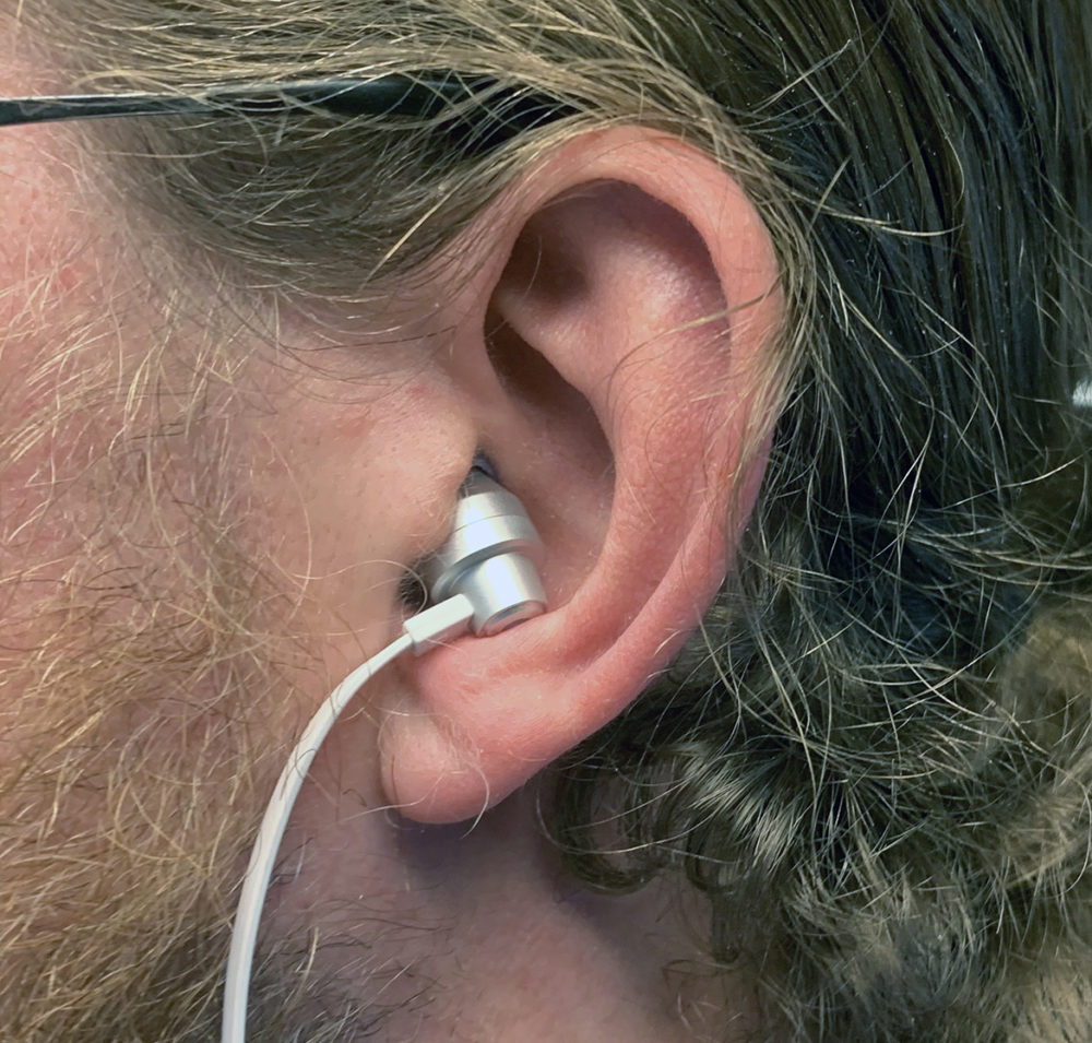 Photo: senses.se - Logitech - G333 - Close-up headphone in the ear.