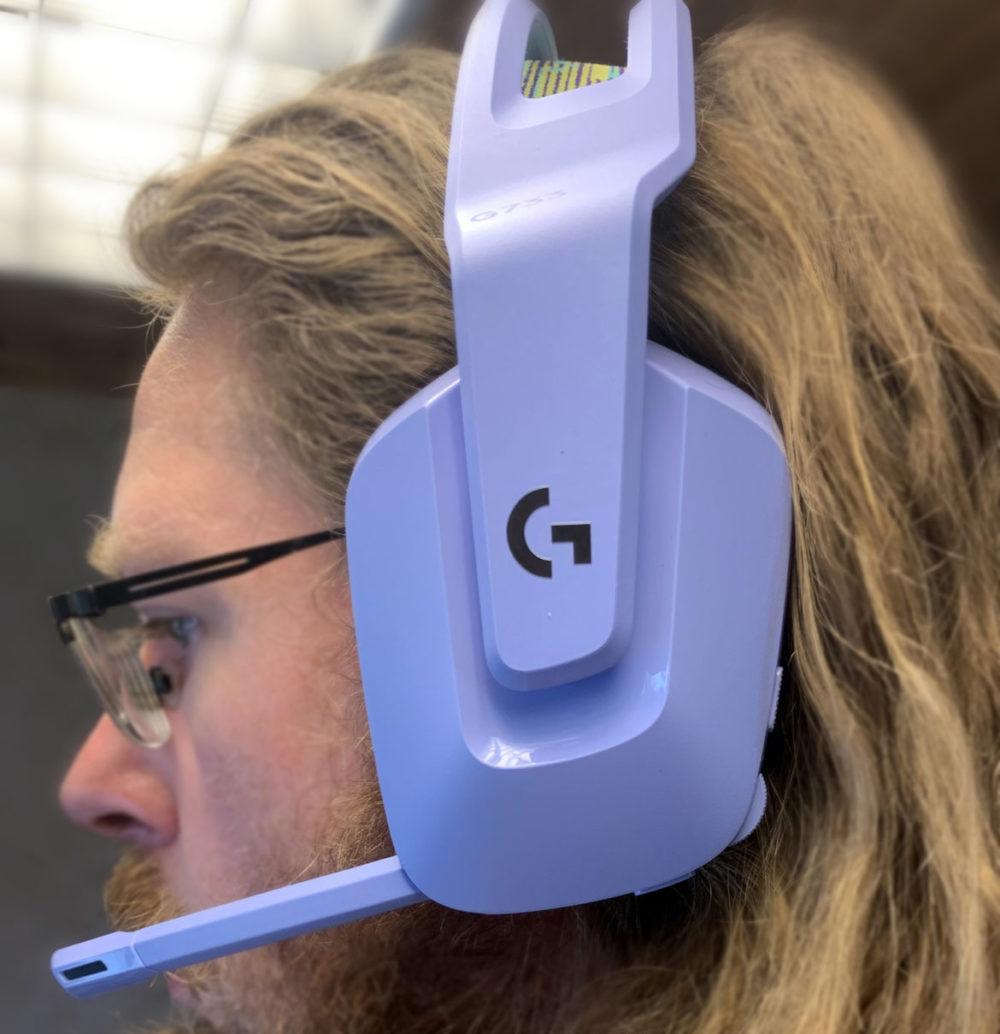 Photo: Senses.se - G733 Logitech - Headphones in place